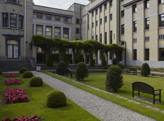 Binnentuin Instituut Tropische Geneeskunde (foto: tuinaaleg Van Looveren)